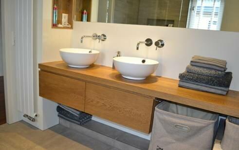 Eiken badkamermeubel badkamer ontwerp bij nieuwbouw en renovatie